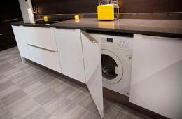 Установка стиральной машины на кухне Истра